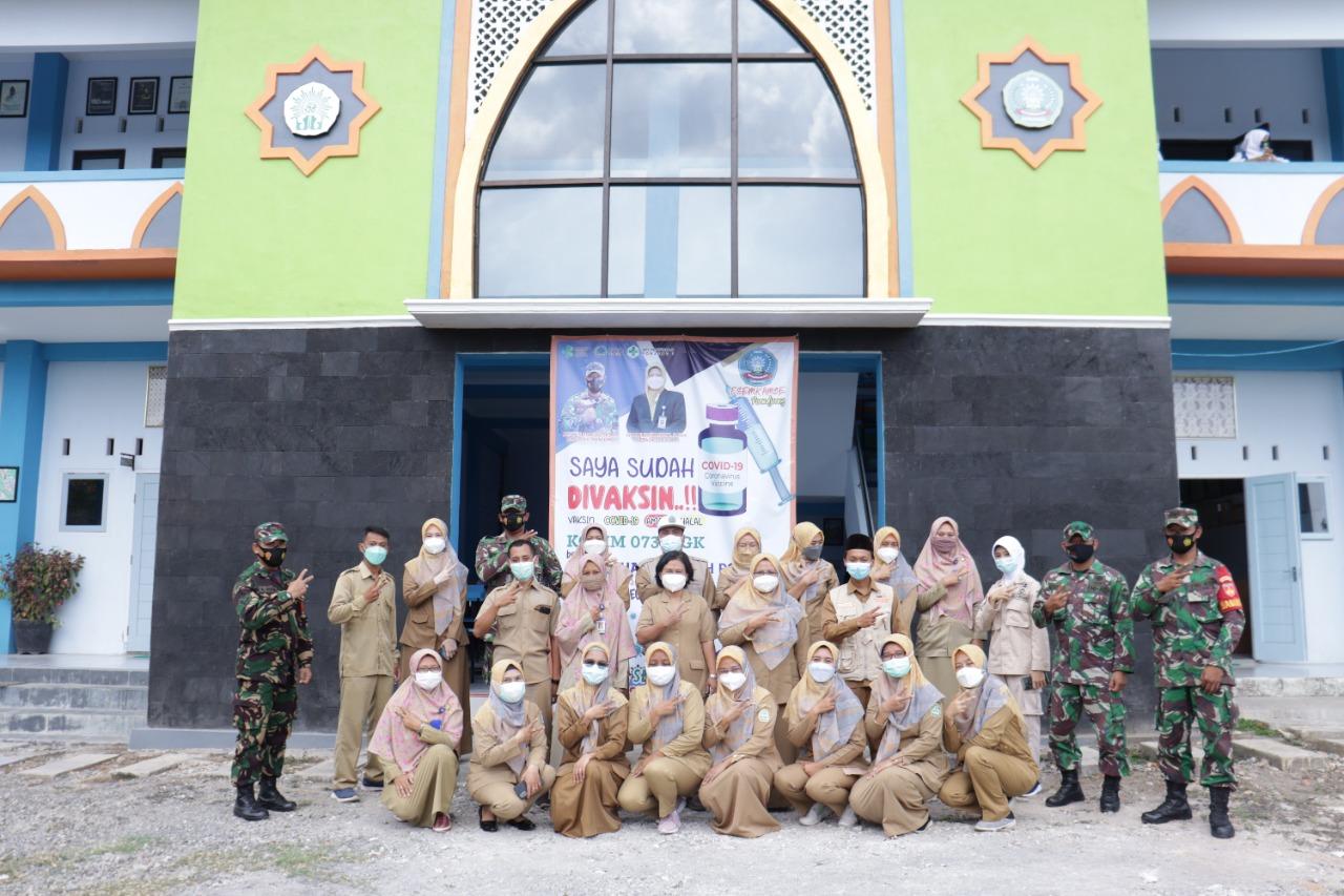 Tim Vaksin COVID 19 TNI Puskesmas Ponjong Dan SMK Muhammadiyah Ponjong