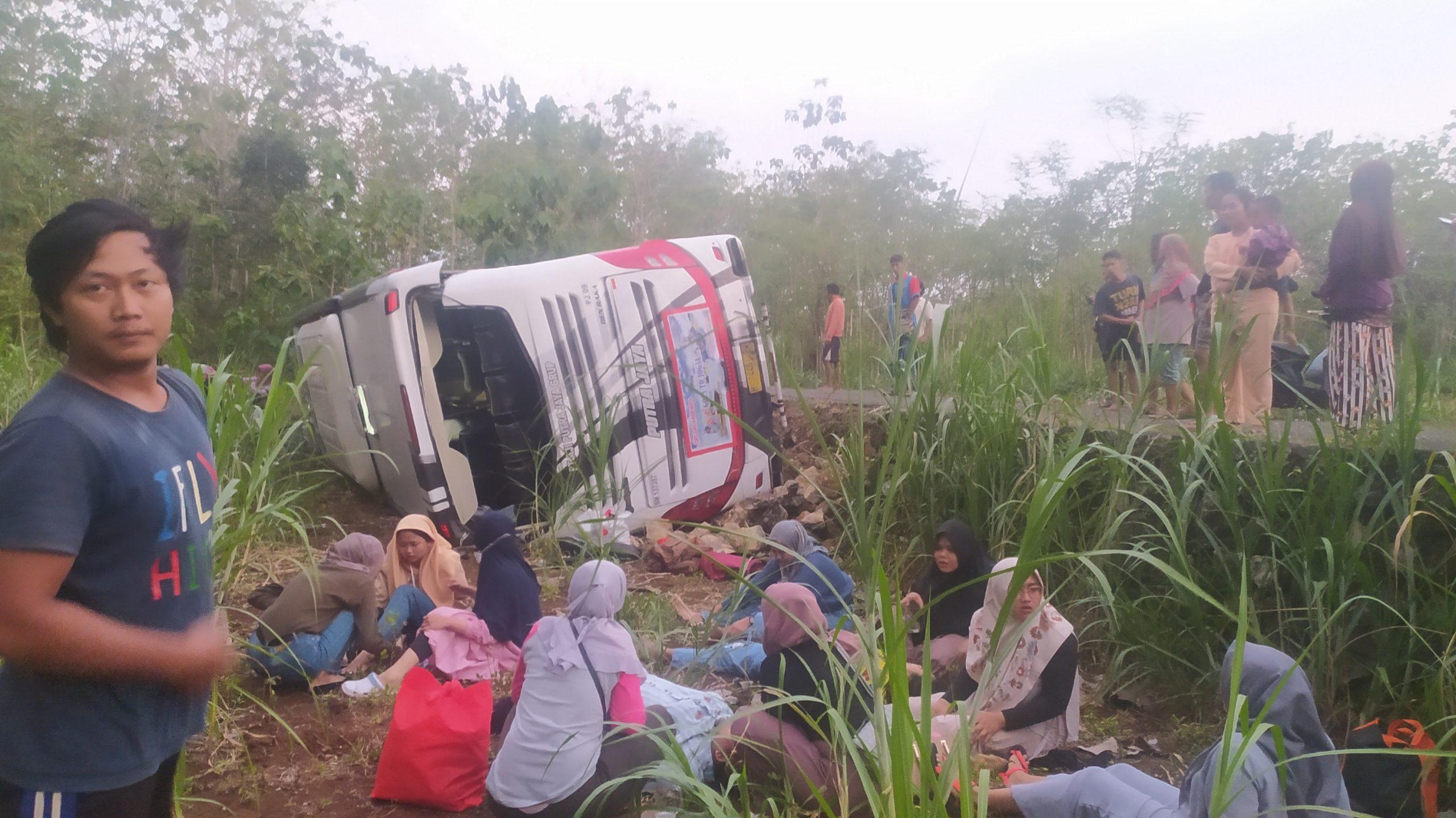 Korban Dan Bus Usai Kecelakaan